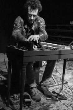Oscar Jan Hoogland electric clavichord